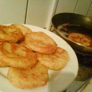 Smažené sýrové placičky s česnekem recept - Vareni.cz Albanian Recipes, Albanian Food, Shrimp, Recipies, Vegetarian, Meat, Recipes