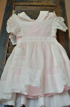 Hanging Vintage Baby Dress As A Decoration Is A Great Idea! Vintage Baby Dresses, Vintage Baby Clothes, Vestidos Vintage, Baby Kids Clothes, Little Girl Dresses, Doll Clothes, Vintage Outfits, Flower Girl Dresses, Pink Dress