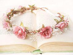 ✿ A wreath of flowers ✿  | via Tumblr