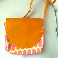Kate spade crossbody Great for travel! Good condition :-) kate spade Bags Crossbody Bags