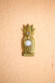 James & Carly's Colorful West LA Home - Pineapple doorbell. West Los Angeles, Los Angeles Homes, Rivera, Barbie Dream House, Urban Outfitters, Eclectic Decor, First Home, Apartment Therapy, Home Design