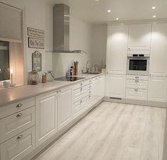 39 What You Need to Do About Modern Kitchen Cabinet Design Ideas - walmartbytes Kitchen Room Design, Kitchen Cabinet Design, Modern Kitchen Design, Home Decor Kitchen, Kitchen Living, Interior Design Kitchen, Home Kitchens, Kitchen Ideas, Modern Kitchen Cabinets