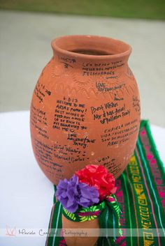Have guests sign traditional Mexican pottery as a fun wedding guestbook alternat. Have guests sign traditional Mexican pottery as a fun wedding guestbook alternative. Get more ideas Mexican Birthday Parties, Mexican Fiesta Party, Fiesta Theme Party, Festa Party, Party Themes, Charro Wedding, Mexican Themed Weddings, Mexican Wedding Traditions, Mexican Wedding Decorations
