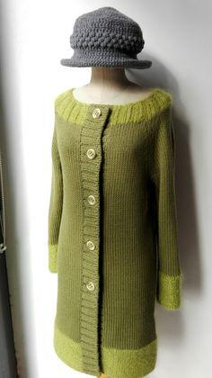 Cappottino in pura lana con scollo, base e base maniche in mohair e seta