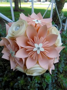 Items similar to Peach and Cream Origami & Spiral Bouquet - Bridal Bouquet - Alternative Wedding Flowers on Etsy This elegant and unique bouquet is made out of nine origami flowers in two sizes, nine spiral flowe Paper Flowers Craft, Large Paper Flowers, Paper Flower Backdrop, Giant Paper Flowers, Origami Flowers, Flower Crafts, Paper Crafts, Wedding Flower Alternatives, Alternative Bouquet