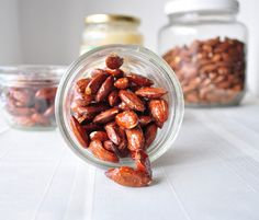 A sweet and salty addicting snack! A sweet and salty addicting snack! Honey Roasted Almonds, Roasted Nuts, Raw Almonds, Glazed Almonds Recipe, Honey Recipes, Whole Food Recipes, Cooking Recipes, Vegetarian Recipes, Yummy Snacks