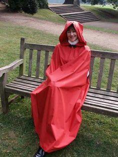 I love hooded capes Red Raincoat, Plastic Raincoat, Hooded Cloak, Hooded Capes, Mackintosh Raincoat, Transparent Raincoat, Rain Cape, Rubber Raincoats, Raincoats For Women