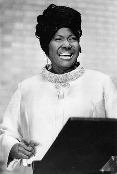 Greatest Gospel singer of all time  Mahaila Jackson.