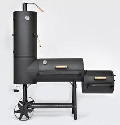 Geen dun blik maar met een staaldikte van 3 mm.  Gewicht: 125 kilo. Met deze multitalent kunt u grillen, roken, koken, bakken, garen en warmhouden.  Grill oppervlakte: 78x38 cm EN 48x38cm Totale grootte: B176xH200xD70 cm Type: kolen en hout Kleur: zwart (hittebestendig gespoten) Materiaal: koudgewalst staal Staal dikte: 3 mm 2x geïntegreerd temperatuurdisplay Vet lade onder de grote kamer 3 kamers: 2x grillvakken + 1 brand box Ronde buis frame Prijs:795,00