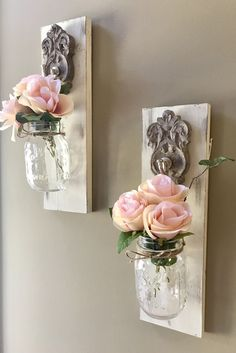 Mason jar Sconce – rustic home diy Wine Bottle Crafts, Mason Jar Crafts, Mason Jar Diy, Mason Jar Sconce, Mason Jar Lighting, Jar Lamp, Hanging Mason Jars, Asian Home Decor, Diy Home Decor Projects