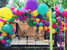 Brazil party decor - balloons arch