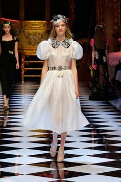 Dolce&Gabbana Fall-Winter 2016-17 #DGFabulousFantasy Women's Fashion Show. Fashionable and Fairy-Tale the White Color also in the Winter season. Always very Chic! More insights on @dolcegabbana and #dgfw17. Also follow @voguerunway and #MFW.