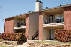 Exterior of Bardin Oaks Apartments in Arlington, TX