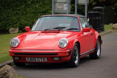 Aircooled and Guards Red, it's the 80s in a single picture!  #yuppy #porsche #aircooled