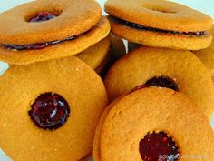 Newfoundland Jam-Jams are soft molasses cookies sandwiched together with your favourite jam. Jam Cookies, Molasses Cookies, Raisin Cookies, Sandwich Cookies, Lemon Cookies, Shortbread Cookies, Chocolate Swirl Cheesecake, Chocolate Wafers, Chocolate Chips