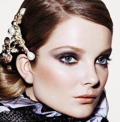 Makeup editorial da Allure de novembro.