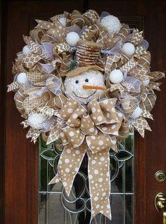 Snowman Christmas Wreath On Burlap Amazing DIY Christmas Wreaths Ideas 13 – Kawaii Interior Diy Fall Wreath, Christmas Wreaths To Make, Wreath Crafts, Holiday Wreaths, Rustic Christmas, Christmas Projects, Christmas Fun, Christmas Crafts, Wreath Ideas