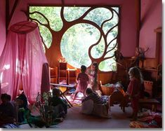 chrysalis steiner school - how to use the windows for inspiration Maison Earthship, Earthship Home, Earthship Design, Ideas Mancave, Earth Homes, Natural Building, Kid Spaces, My Dream Home, Tiny Homes
