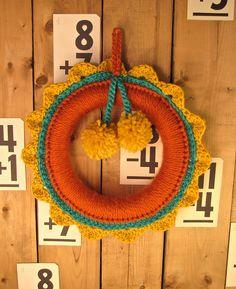 How cute is this crochet wreath?!