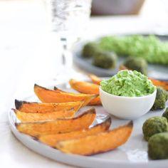 Sötpotatisklyftor, spenatfalafel och grön ärtsås +++