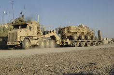 The Most Badass Support Vehicles In The World: Oshkosh Heavy Equipment Transport System Military Weapons, Military Army, Us Army, Army Usa, Army Vehicles, Armored Vehicles, Oshkosh M1070, Offroad, Armored Truck