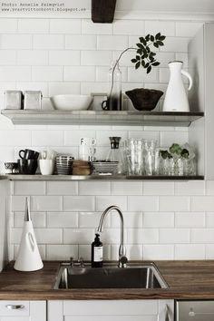 Jag gjorde en DIY-vas för hyllan i köket...