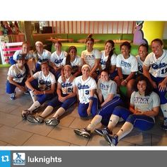 Lynn University's women's softball team is on a 5-game winning streak! The team went out for a celebratory meal after they defeated Goldley-Beacom (10-2) and the Flagler Saints (3-1) at the Sailfish Showdown this past weekend. #lynning #lynnathletics #goknights #sailfishshowdown #goteam @luknights