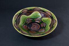 掛分織部刻文鉢 Bowl with engraved, Oribe type with amber glaze 2012 Glaze, Decorative Bowls, Amber, Pottery, Type, Home Decor, Enamel, Ceramica, Interior Design