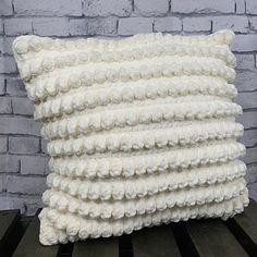 Dream Cloud Pillow Free Crochet Pattern #crochet #crochetpattern #freecrochetpattern