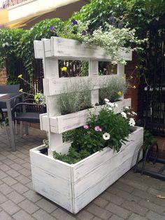 Diy Garden Furniture, Diy Pallet Furniture, Diy Garden Decor, Palette Garden, Wood Pallet Planters, Garden Boxes, Garden Bar, Garden Pond, Herb Garden
