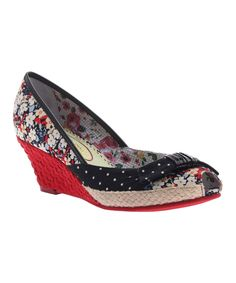 The sprightly floral upper and flashy wedge heel set off this pair's chic style, and the peep toe offers a sneak peek at fresh pedicures. Shoe Wedges, Peep Toe Wedges, Wedge Heels, What Should I Wear, Cool Style, My Style, Jeans And Sneakers, Comfy Shoes, Fasion