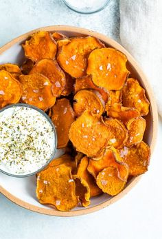 Homemade Sweet Potato Chips, Homemade Chips, Sweet Potato Slices, Baked Sweet Potato Chips, Cooking Recipes, Healthy Recipes, Skillet Recipes, Cooking Gadgets, Gourmet
