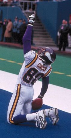Cris Carter was the master of sideline catches and dragging tapping his 2nd  foot to. Nfl VikingsMinnesota ... 56afc042b