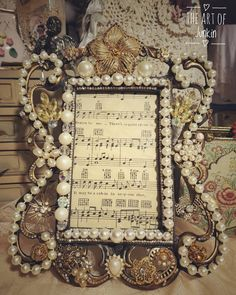 Beautiful vintage jeweled picture frame with pearls and rhinestones Coin Jewelry, Jewelry Tree, Antique Photos, Vintage Photos, Homemade Picture Frames, Shabby Chic Photo Frames, Ornate Picture Frames, Jewelry Frames, Vintage Frames