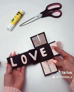 Diy Birthday Gifts Discover DIY LOVE BOX Who wouldnt love a gift like this? Its simply adorable! By: Source: TikTok Diy Crafts Love, Cool Paper Crafts, Diy Crafts For Gifts, Diy Home Crafts, Diy Arts And Crafts, Valentines Bricolage, Diy Valentines Cards, Diy Gift Cards, Printable Valentine