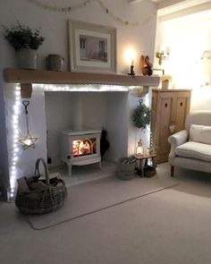 Recamier: know what it is and how to use it in decoration with 60 ideas - Home Fashion Trend Log Burner Living Room, Living Room With Fireplace, Cottage Living Rooms, My Living Room, Woodland Living Room, Rooms Home Decor, Cheap Home Decor, Living Room Decor Ideas Vintage, Living Room Ideas Uk