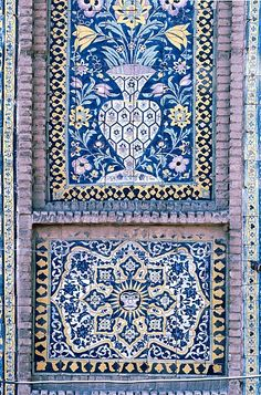 Image IRA 2713 featuring decorated area, showing Floriated Arabesque using ceramic tiles, mosaic or pottery.