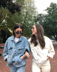 i'll never tell Haim Style, Amo Jeans, Danielle Haim, Gal Pal, Weekend Style, I Love Girls, Denim Outfit, Comfortable Outfits, Beautiful Outfits