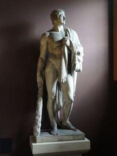 768px-Hercules_-_Thorvaldsens_Museum_-_DSC08739.JPG (768×1024)