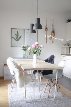 DIY: make the dining room table yourself- DIY: Esszimmertisch selber machen The right dining table just can not be found? I& tell you in a DIY how to make the perfect dining room table yourself. Rustic Farmhouse Furniture, Farmhouse Chairs, Furniture Decor, Furniture Design, Diy Esstisch, Made Coffee Table, Ikea Living Room, Dining Room Table, Interior Design