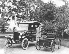 Shown on the grounds of his home, Fair Lane Estate in Dearborn, MI in Henry Ford stands between his first car, the Quadricycle built in and Ford Motor Company's 10 millionth car, a 1924 Model T touring car. Ford Motor Company, Edsel Ford, Vintage Images, Vintage Cars, Antique Cars, Vintage Pictures, Vintage Room, Retro Cars, Ford Capri