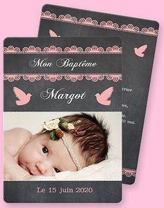 Faire-part de baptême réf.N21177 pour petite fille sur le thème de la douceur. Vous retrouverez, autour de la photo, des motifs de dentelle roses sur un fond d'ardoise ainsi que deux petites colombes qui accompagnent l'enfant pour la cérémonie.