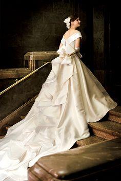 ペールメール ウェディングドレス Beautiful Wedding Gowns, Luxury Wedding Dress, Designer Wedding Dresses, Bridal Dresses, Conservative Wedding Dress, Entourage, Bridal Beauty, Lovely Dresses, Bridal Looks