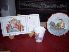 Juego platos y taza varón ...Hecho todo plumín ,pintado por ArtesAna ...Ana María Etcheberry