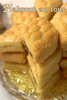 Makrout au four recette facile French Desserts, No Cook Desserts, Dessert Recipes, Yotam Ottolenghi, Arabic Sweets, Beignets, Hot Dog Buns, Food Hacks, Cornbread