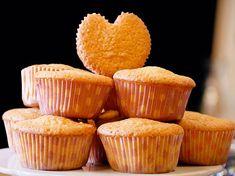 Vous souhaitez faire des muffins en forme de coeur mais vous n'avez pas de moule adéquat ? Pas grave, on a une astuce à vous partager. Il vous suffit...