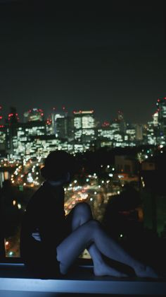 Watching the view of the city from a tall building Night Aesthetic, City Aesthetic, Aesthetic Girl, Aesthetic Bedroom, Milan Kundera, Midnight City, Dark City, Foto Instagram, Environment Concept Art