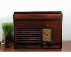Emerson AM Radio & Phonograph in Ingraham Cabinet
