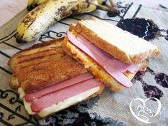 Toast con wurstel http://www.cuocaperpassione.it/ricetta/07261f4c-9f72-6375-b10c-ff0000780917/Toast_con_wurstel