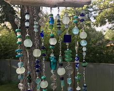 Recycled glass bead sun catcher Sun catcher made of recycled glass beads Driftwood Crafts, Wire Crafts, Diy And Crafts, Cd Crafts, Decor Crafts, Diy Wind Chimes, Glass Wind Chimes, Crystal Wind Chimes, Carillons Diy
